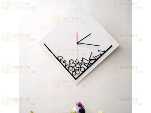 Čtvercové designové nástěnné hodiny