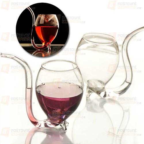 Originální designová sklenička na víno
