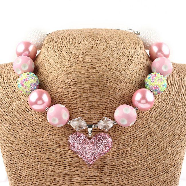 Dívčí náhrdelník s korálky a srdíčkem 1