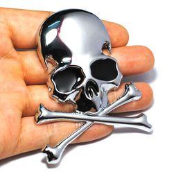 Nalepovací kovová 3D lebka se zkříženými hnáty