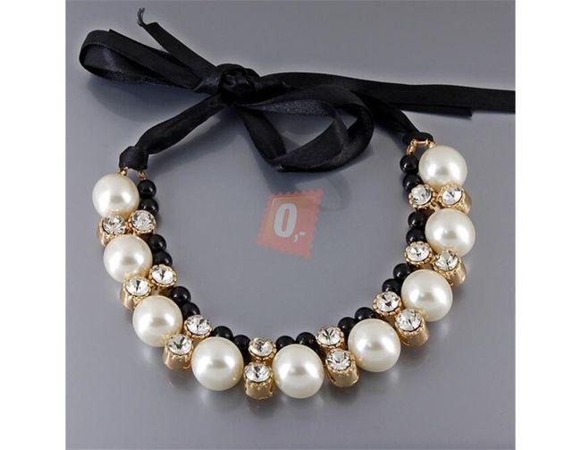 Náhrdelník na stužce s perlami a kamínky 1