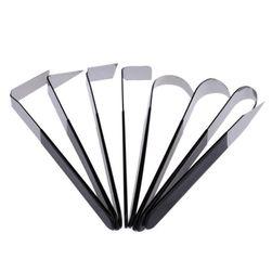 Řezbářské nástroje s černou rukojetí