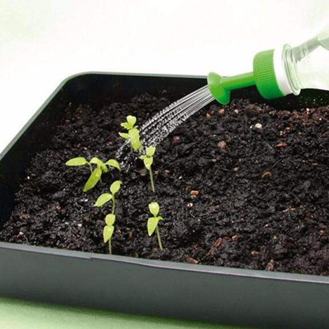 8 víček na zalévání rostlin pomocí láhve  1