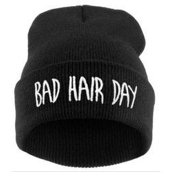 Zimní čepice s vtipným nápisem 'Bad Hair Day' - černá barva