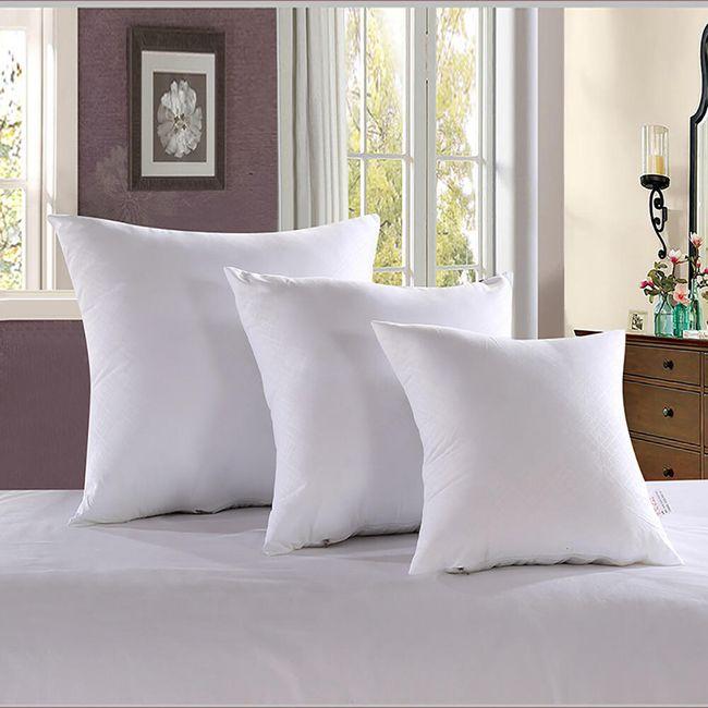 Měkký polštář ve třech velikostech - bílá barva 1