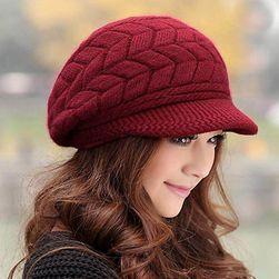 Dámská pletená čepice s kšiltem