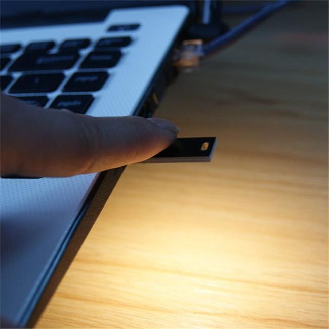 Mini USB LED světlo reagující na otisk prstu 1