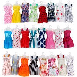 Sada šatiček pro panenky - 12 kusů