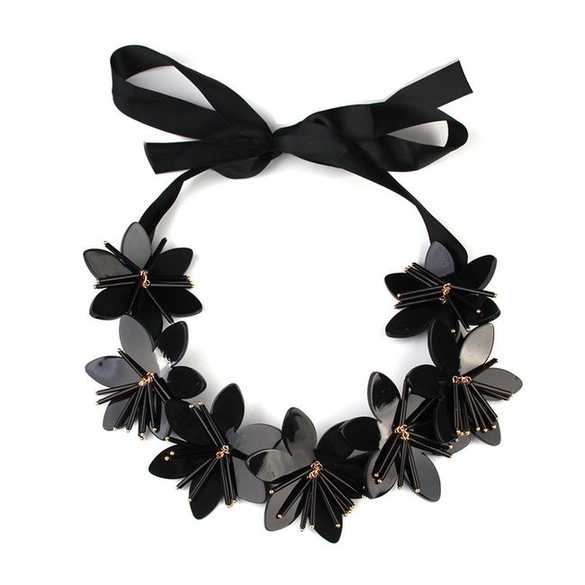 Černý květinový náhrdelník 1