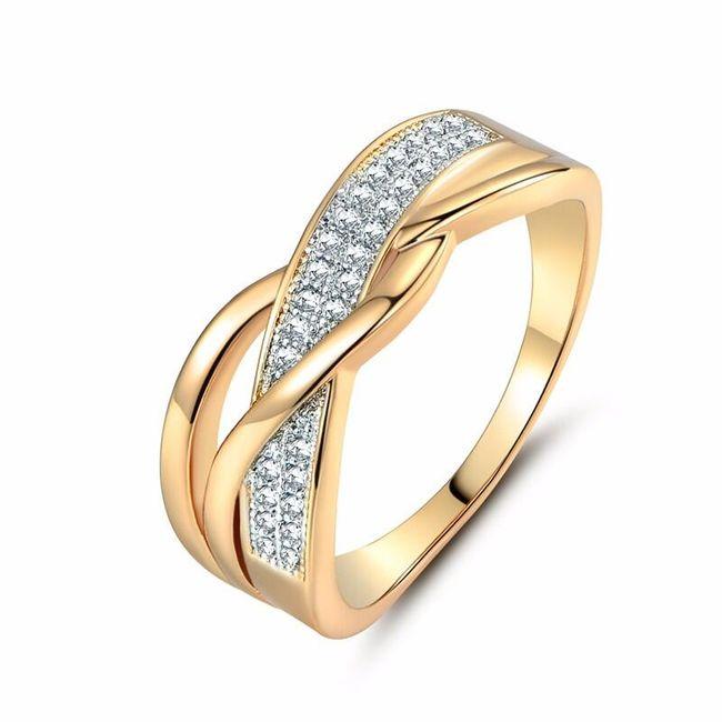 Prsten zdobený mnoha kamínky 1