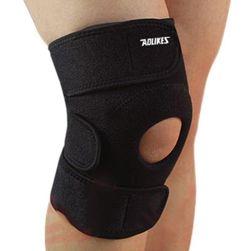 Černá ortéza na poraněné koleno