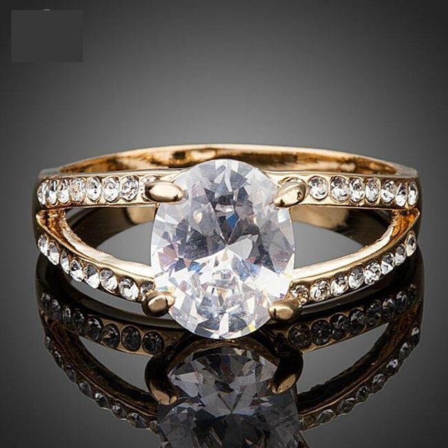 Prsten s oválným krystalkem a kamínky 1